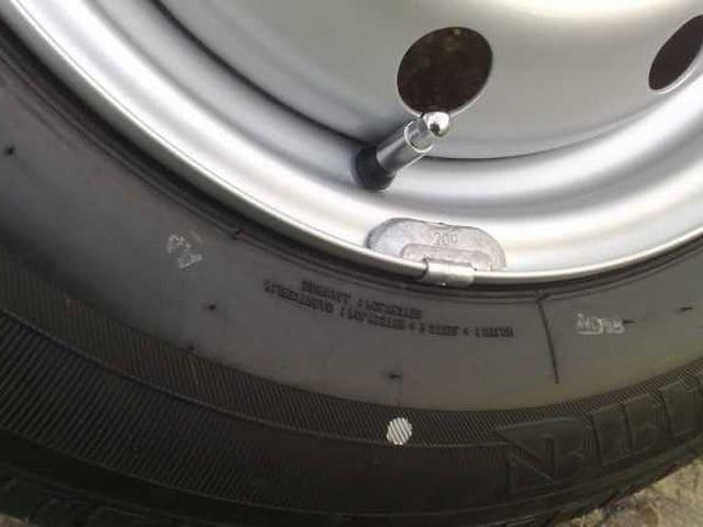 Точки на боковине шины